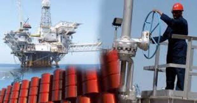 النفط يتراجع في ظل تضرر الطلب جراء قيود كورونا في أوروبا
