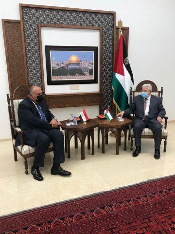 سامح شكري يلتقي عباس في رام الله بمقر الرئاسة الفلسطينية.
